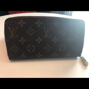100% Auth Louis Vuitton Monogram Porte Monnaie Zip